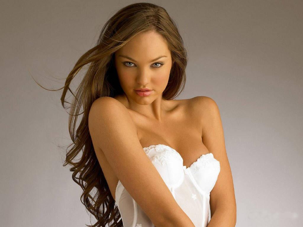 Candice Swanepoel de Joven