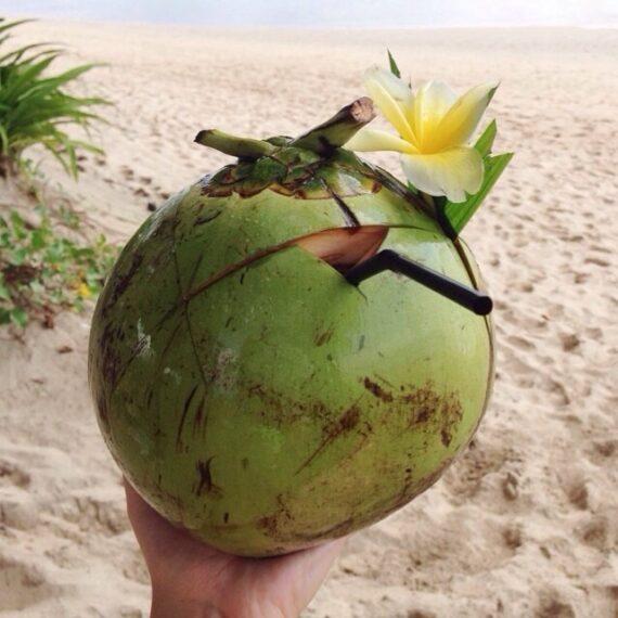 Beber Agua de Coco, el Gran Secreto de Belleza