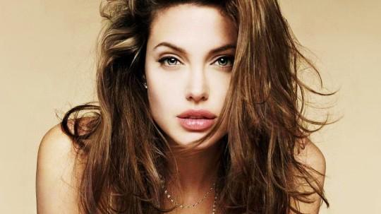 Todas Las Cirugías de Angelina Jolie