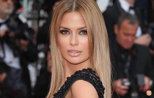 Victoria Bonya en Cannes