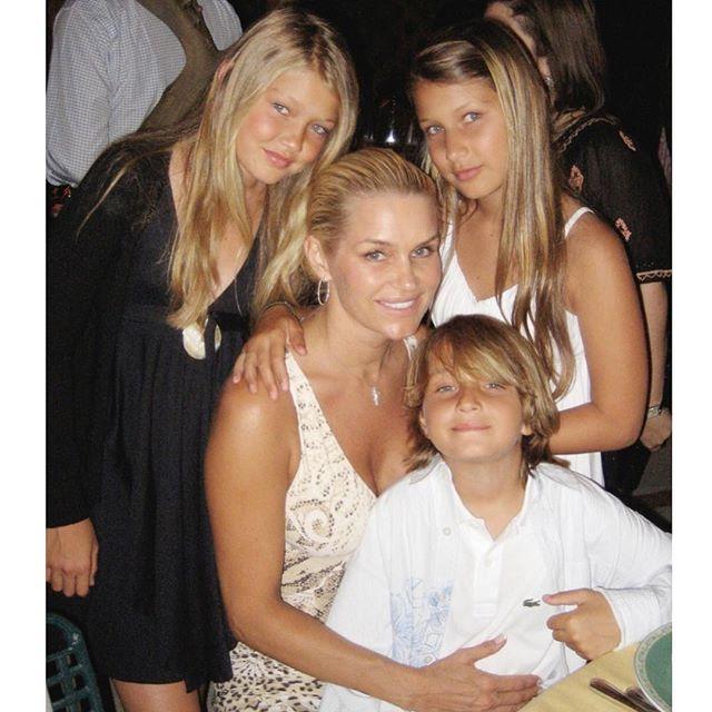 Yolanda Hadid y sus Hijos
