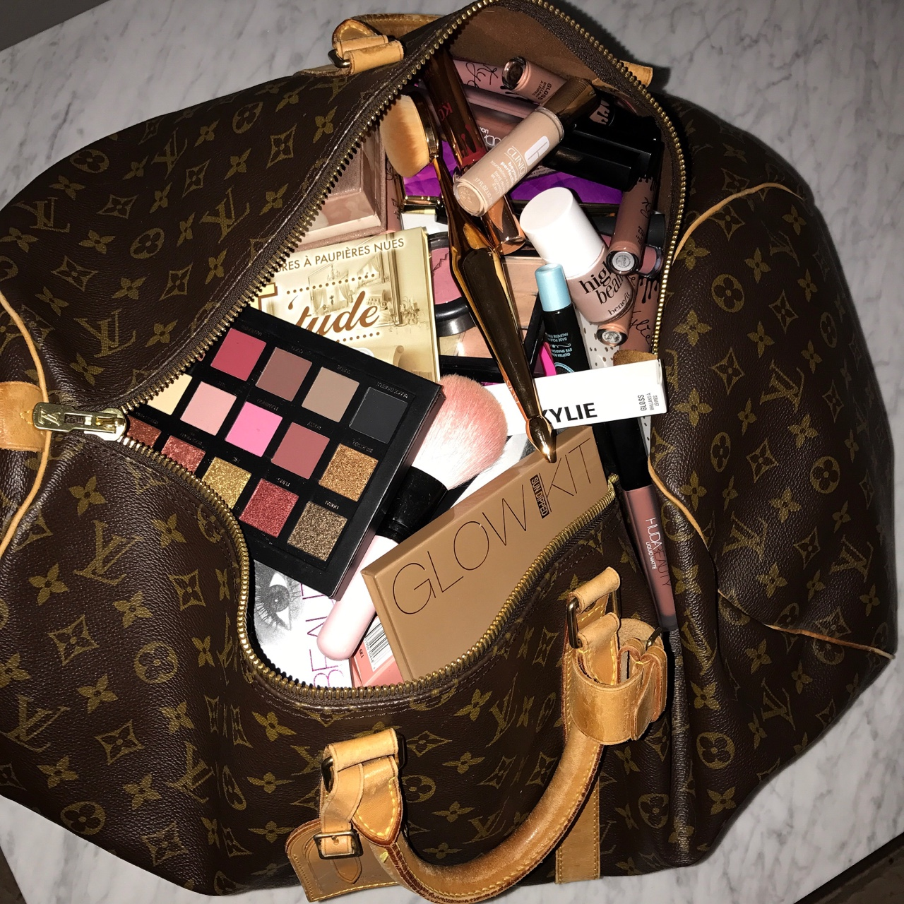 what's-on-my-bag-blog-beauty