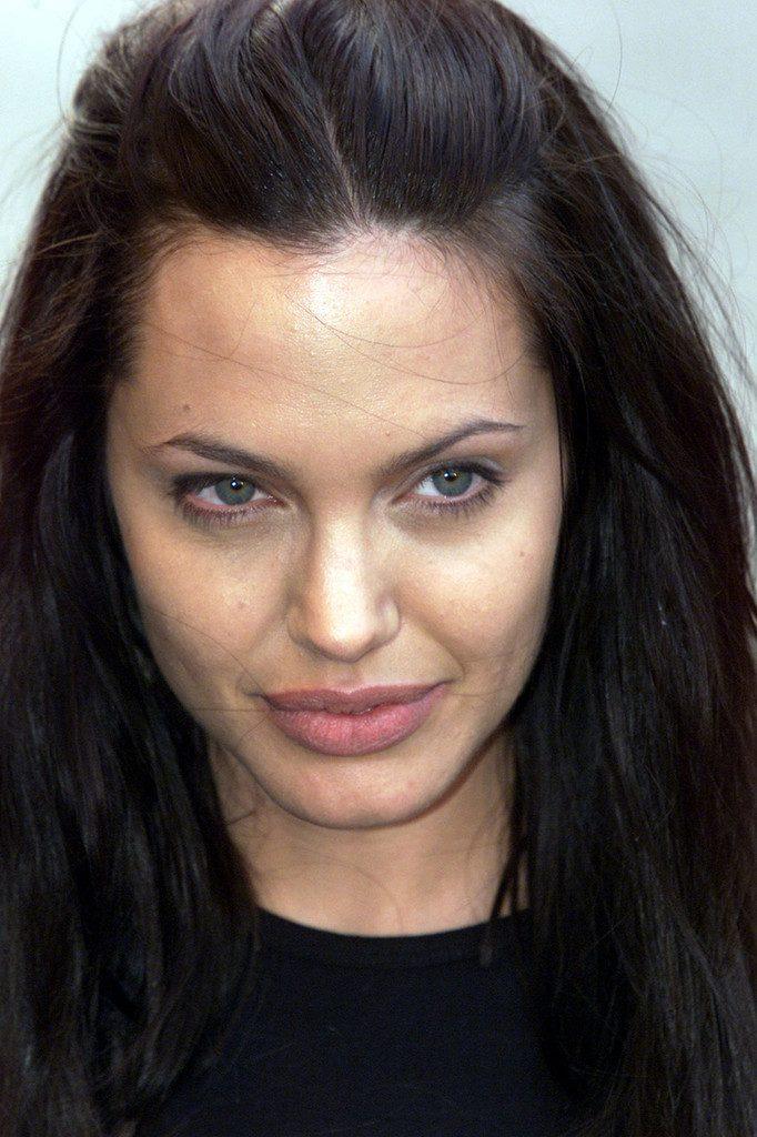 Retoques Angelina Jolie
