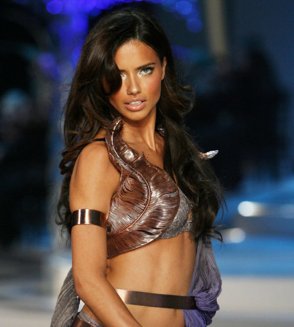 Adriana Lima en la Pasarela de Victoria's Secret